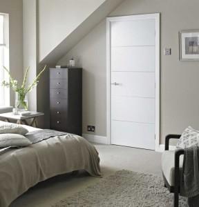 witte binnendeur in slaapkamer